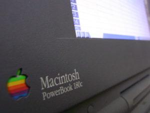 PowerBook 180cのロゴと画面