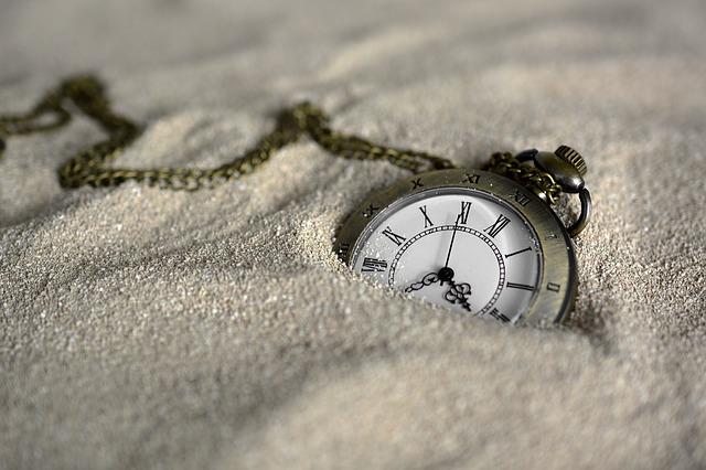 砂の中の時計
