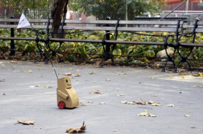 ダンボール製のロボット
