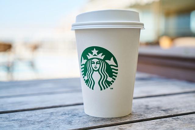 スターバックスのコーヒーカップ