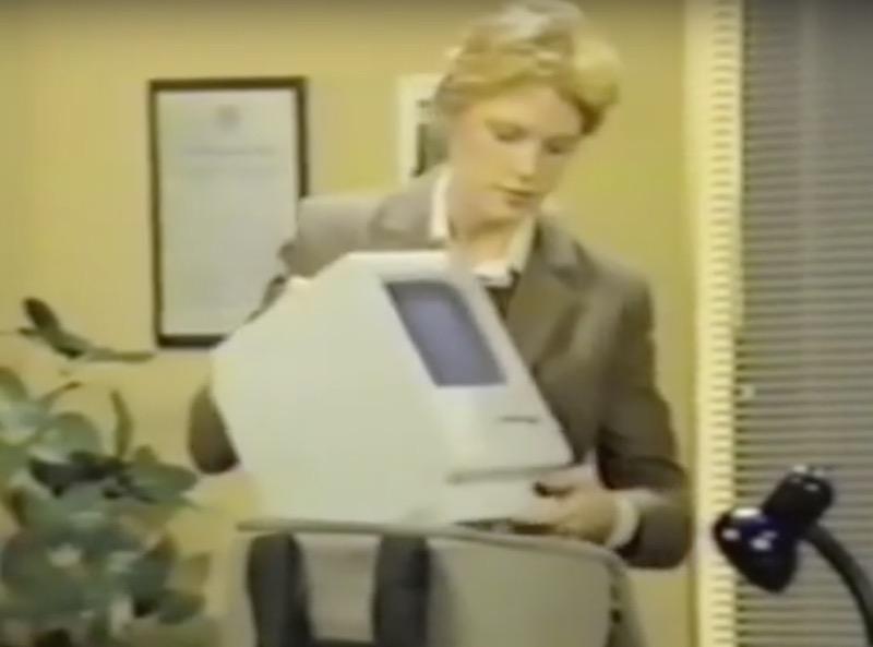 初代Macを持ち運ぶ