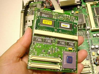 初代iMac裏面のメモリー増設方法