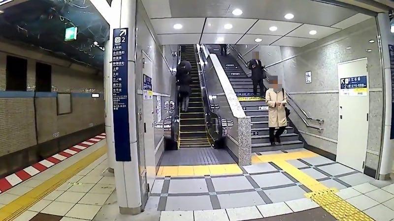 茅場町駅のエスカレーター