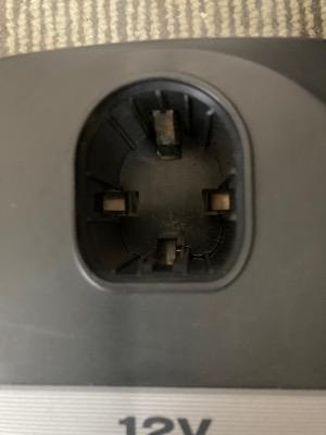 リョウビのバッテリー充電器の接点